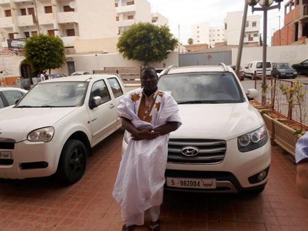 Des voitures libyennes devant Le Pacha hôtel (crédit photo: Sneiba)