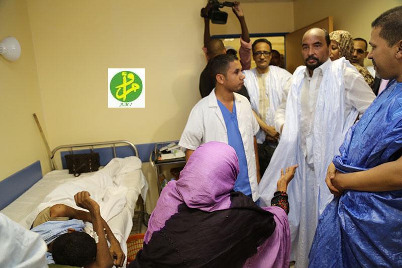 Le président Aziz visitant un hôpital, le jour de la fête (Photo: Ami)