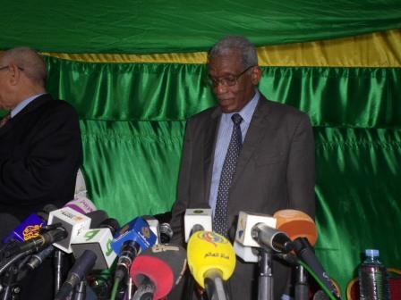 Le président de la Ceni annonçant les résultats du second tour (photo: Elhourriya)