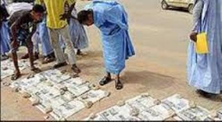 Kiosque par terre à Nouakchott (Crédit photo: Saharamedias)