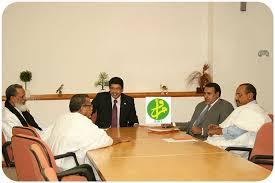 Représentants du pouvoir et de l'opposition en discussion (Photo : AMI)